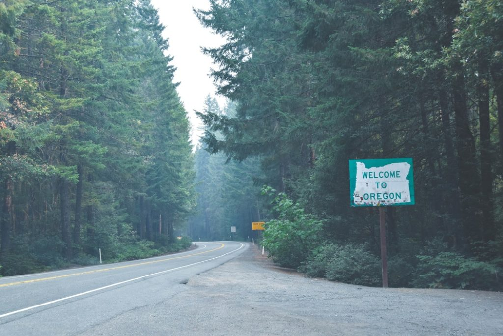 A road sign saying welcome to oregon